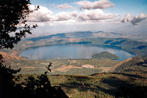 29-12-95 - Lago de Coatepeque - beautiful volcano lake